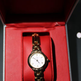 Αγοράζουμε το επώνυμο ρολόι σας μετρητοίς a61e3455488